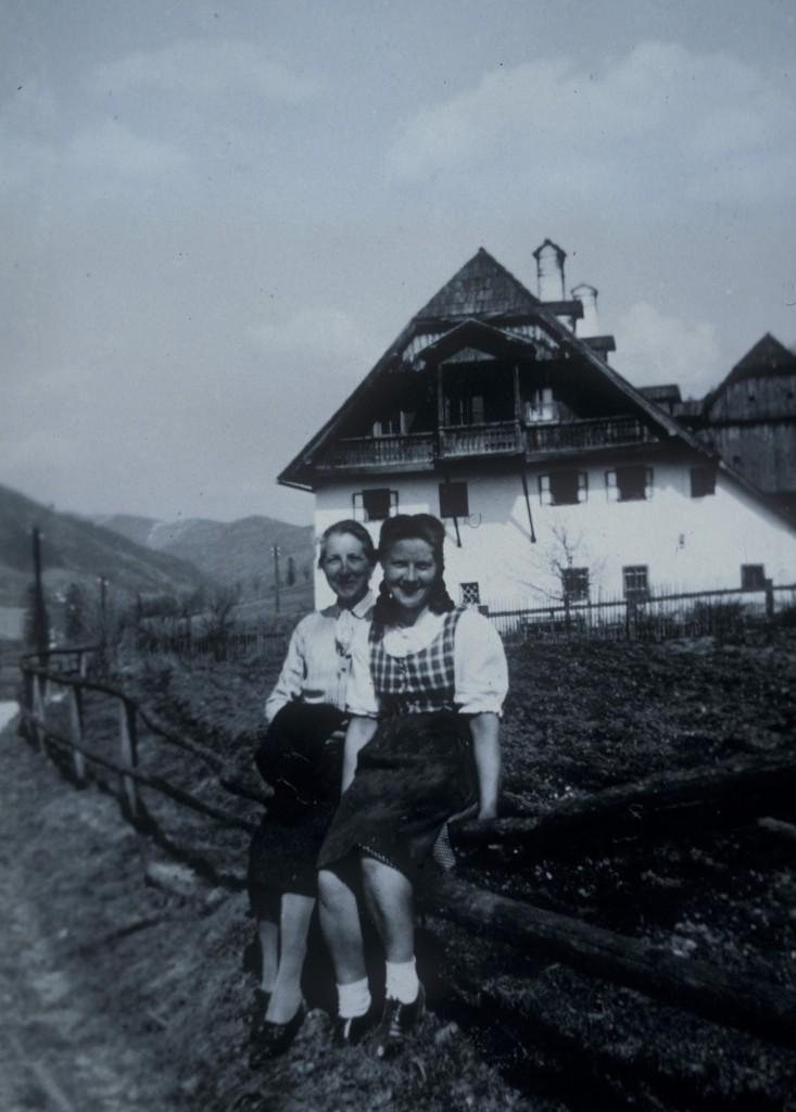 _17_Schlömicher Maria 15.4.1975 und Olga 17.2.1981